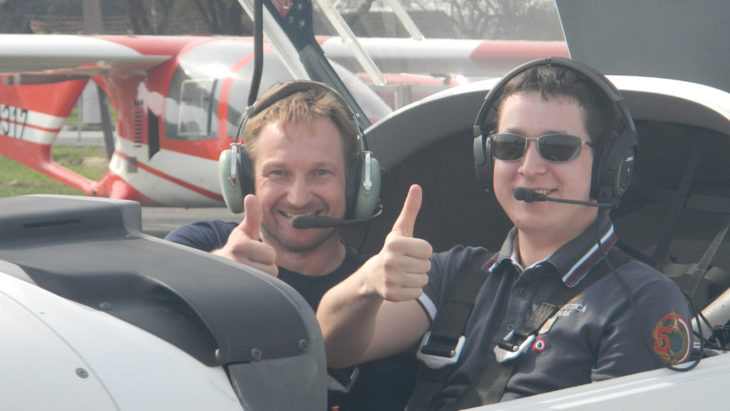 Vor der allerersten Flugstunde mit meinem Fluglehrer.